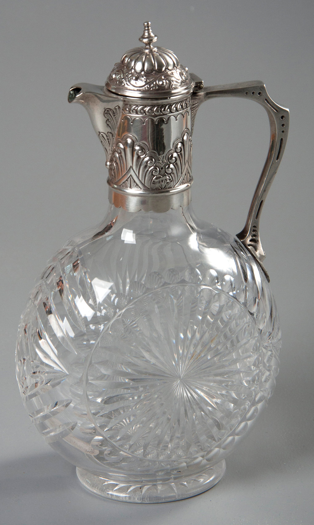 Lot 25 – A VICTORIAN SILVER MOUNTED AND CUTGLASS CLARET JUG, LONDON 1887